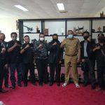 Dr-Tri-Adhianto-bersama-pengurus-dan-anggota-pejuang-siliwangi-indonesia