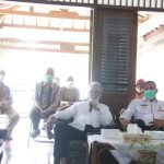 wakil walikota bekasi tri adhianto saat kunjungi warga terkait masalah banjir,