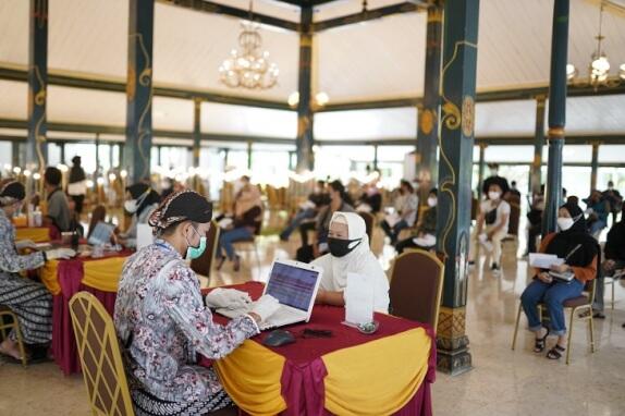Kegiatan vaksinasi di hotel Haritage Royal Ambarukmo selayaknya acara pernikahan
