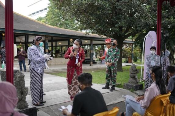 Dani Wigung & dr Wigung Wratsangka WO Pengantin Production Yogya pemrakarsa vaksinasi wedding